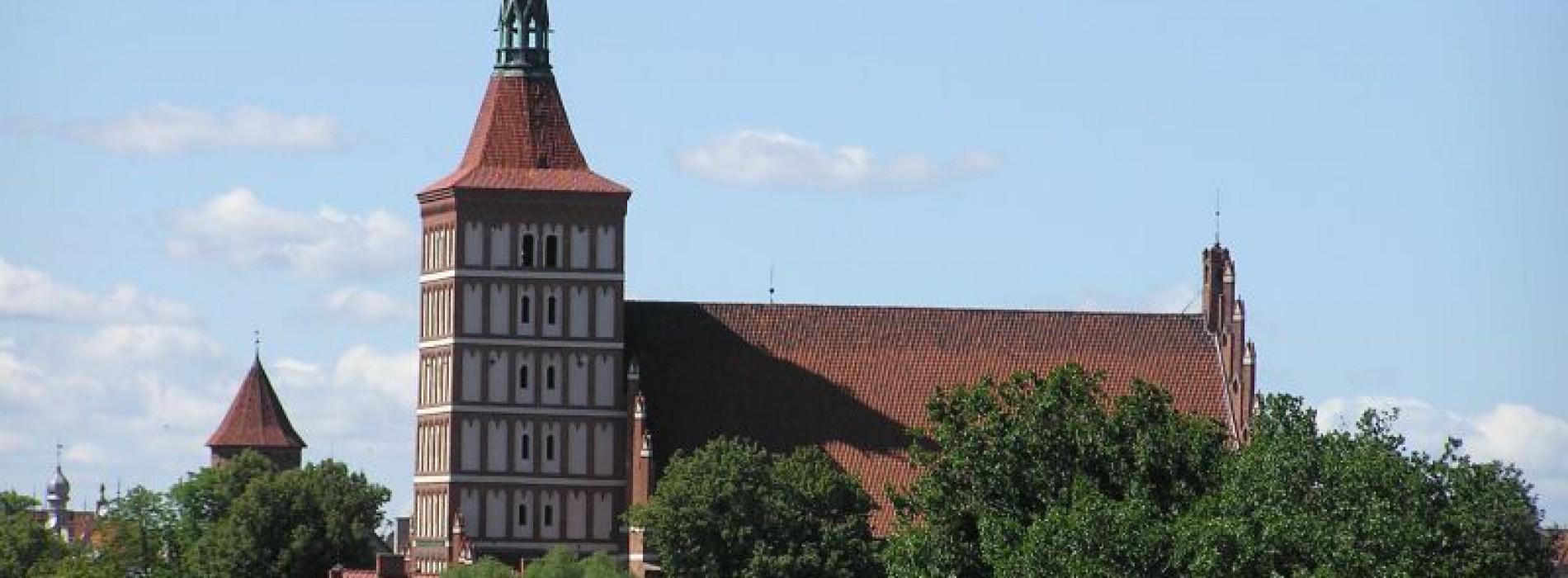 Na wieży olsztyńskiej katedry rozpoczęto montaż  dzwonu  Kopernik