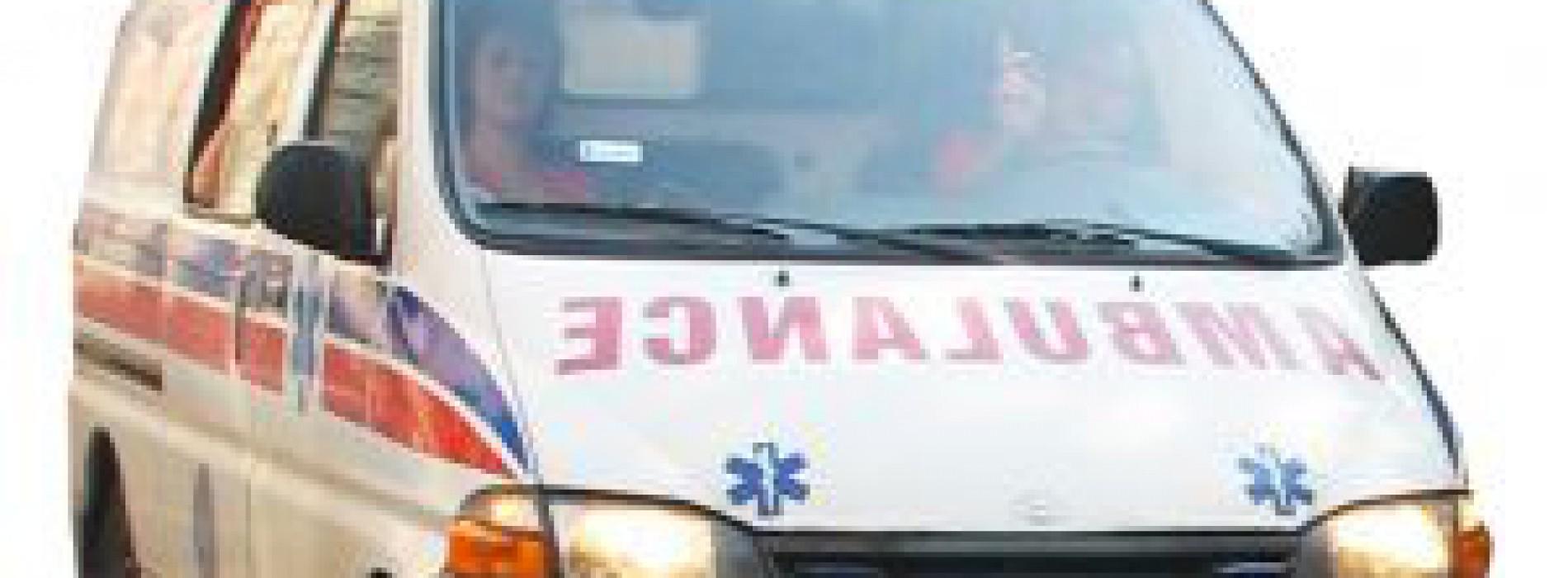 16 – miesięczny chłopiec walczy o życie po tym, jak wypadł z okna klatki schodowej