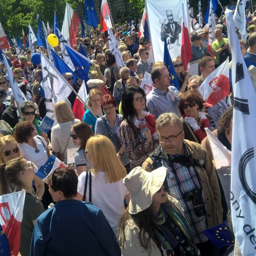 Warszawa: manifestacja KOD wraz z przedstawicielami opozycji