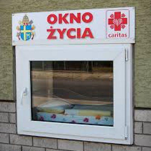 Dzieci znalezione w oknie życia trafiły pod opiekę dziadków